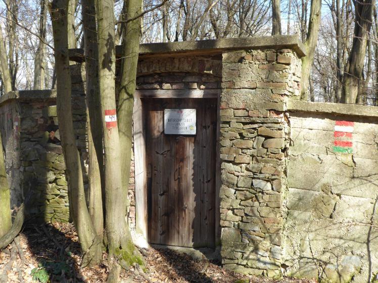 51 Dreihufeisenberg-Aufstieg verschlossenes Eingangstor 2