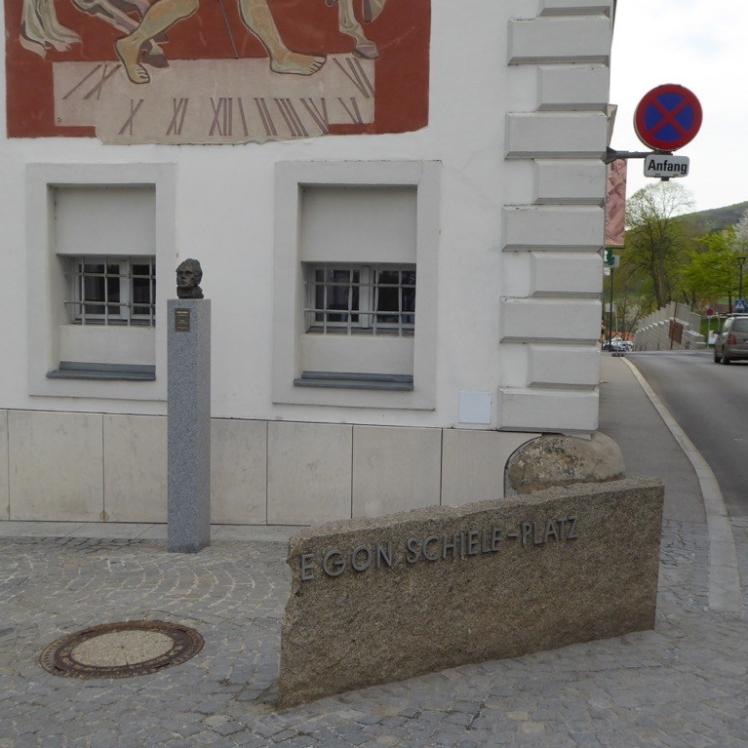 01 Egon-Schiele-Platz