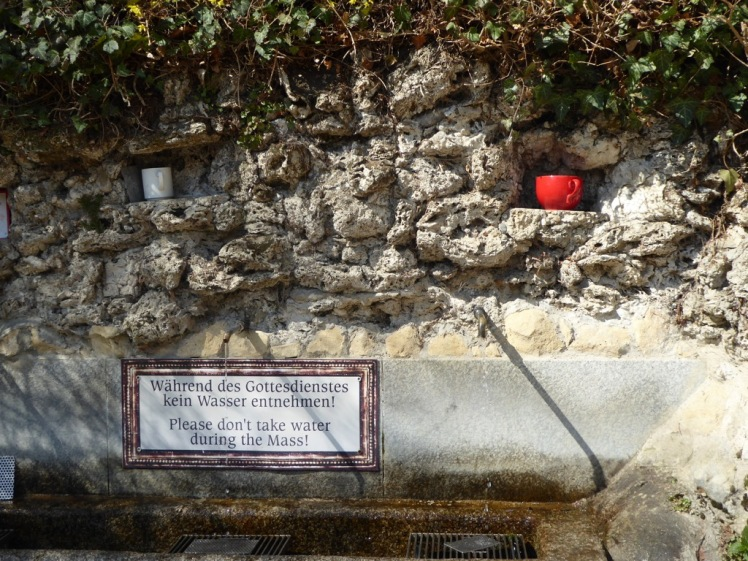 31 Lourdesgrotte Brunnen Häferln