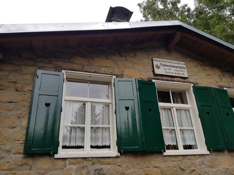 23 Falkensteinerhütte außen 2