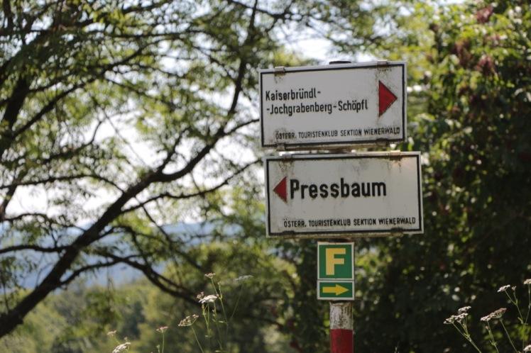"""03 Abzweigung """"Kaiserbründl"""" Schild.JPG"""