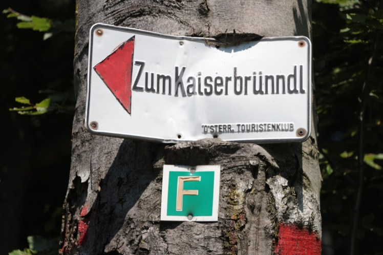 "04 Abzweigung ""Kaiserbrünndl"" Schild.JPG"