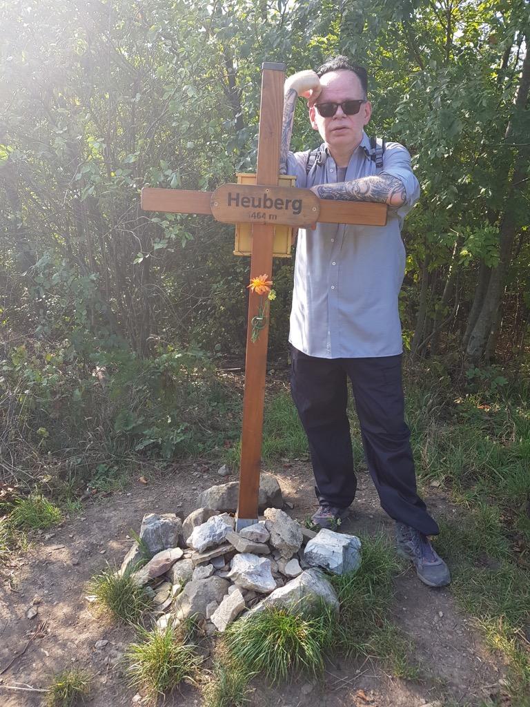 18 Gipfelkreuz Heuberg_Aufstieg geschafft.jpg