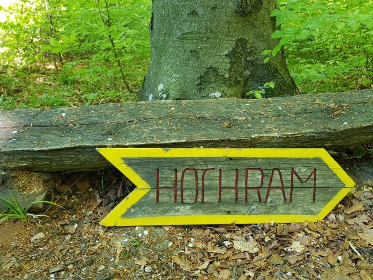 25 Hochram-Schild immer noch am Boden