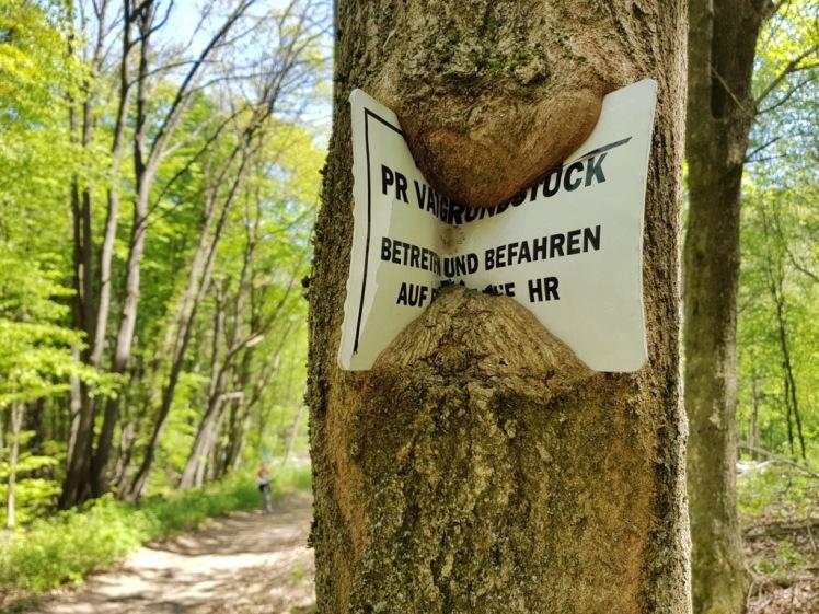 28 Privatgrundstück-Schild, gefressen 1