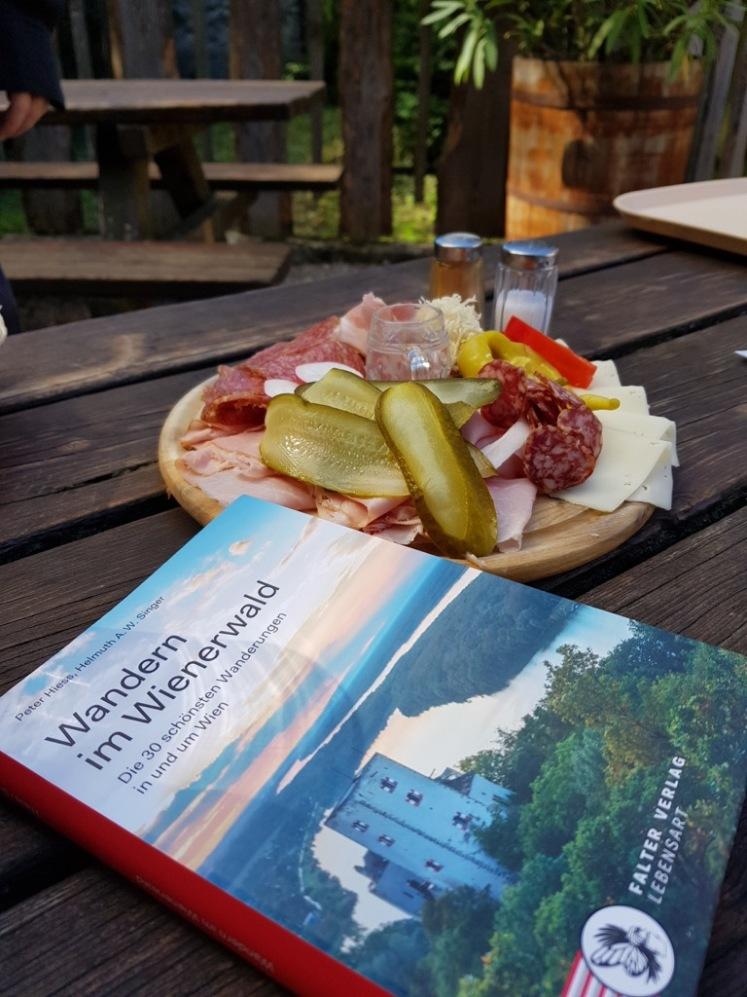 34 Wanderbuch im Anninger-Schutzhaus