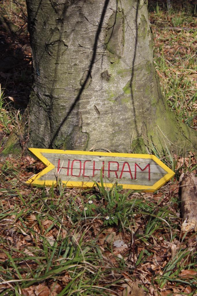 45 Hochram-Schild am Boden März 2017