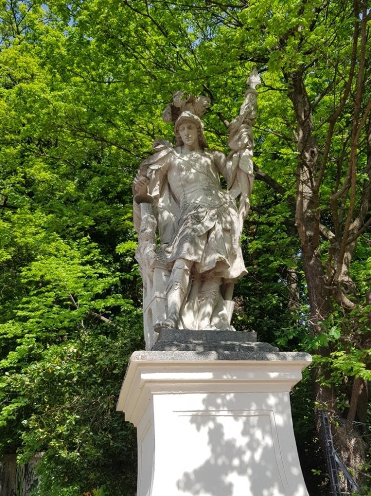 01 Heiligenfigur Aufgang Bergkirche Rodaun 1