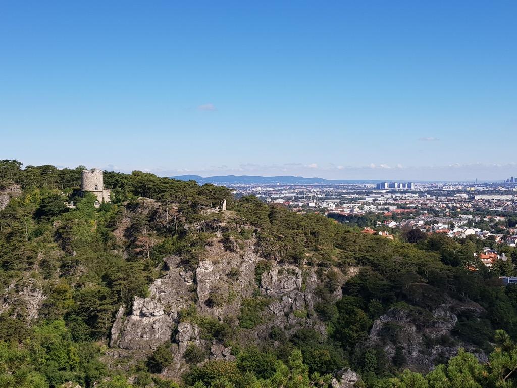 04 Blick über Klause auf Schwarzen Turm, Mödling, Wien 2